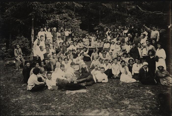 Общее собрание учеников, 1923 год.